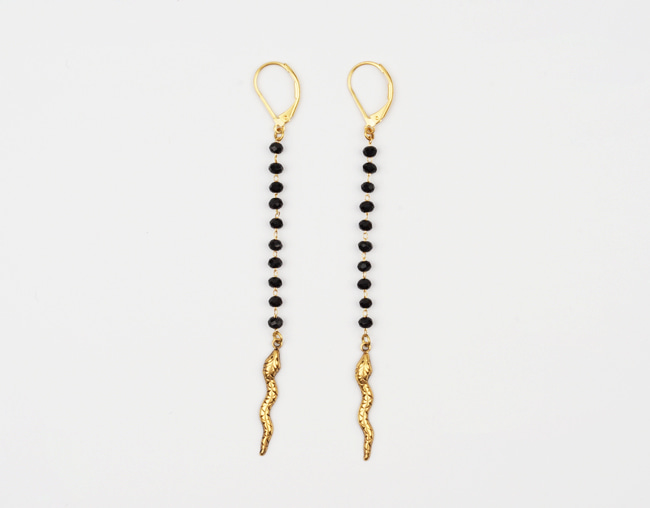 Snake black beads earrings