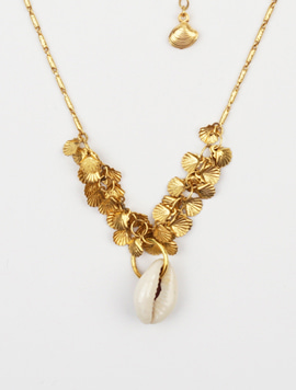 Single shell gold necklace